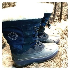 UGG youth Bobbey boot youth sz5 (fits ladies 7)